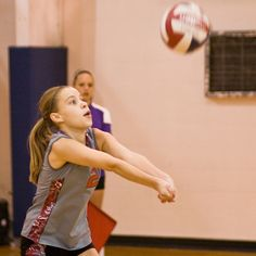 Beginner Volleyball Drills You Can Do At Home To Improve Ball Control - amalia Volleyball Serving Drills, Volleyball Drills For Beginners, Volleyball Serve, Volleyball Practice, Volleyball Tips, Volleyball Training, Coaching Volleyball, Volleyball Players, Libero Volleyball