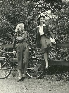 In the 1940s, people prefer to wear vest with skirt and also many women turn to wear trousers.