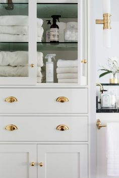 Even the brass drawer pulls match the color scheme!