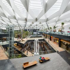 Image 32 of 32 from gallery of Parque Toreo / Sordo Madaleno Arquitectos. Photograph by Sordo Madaleno Arquitectos Architecture Durable, Futuristic Architecture, Sustainable Architecture, Interior Architecture, Shopping Mall Interior, Atrium Design, Mall Design, Roof Structure, Commercial Architecture