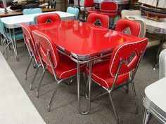 in production after nearly 70 years: Acme Chrome Dinettes made from 1949 to 1959 Acme midcentury modern/retro chrome dinette sets - still in production today!Acme midcentury modern/retro chrome dinette sets - still in production today! Vintage Stil, Vintage Hippie, Vintage Decor, Retro Vintage, Vintage Trends, Design Living Room, Design Room, Chair Design, Dinette Sets