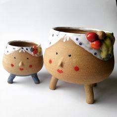 Tem também a Carmen é a Carminha, vaso e mini vaso.  https://talk7.elo7.com.br/s/41738