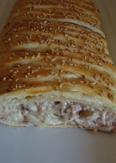 Tresse feuilletée au thon......reépinglé par Maurie Daboux Fish Recipes, My Recipes, Healthy Recipes, Empanadas, Cooking Chef, Fish And Seafood, Caramel Apples, Tapas, Entrees