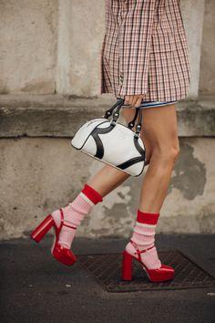 Tessa Thompson, Cool Street Fashion, Street Chic, Karl Lagerfeld, Star Fashion, Fashion Tips, Pop Fashion, Socks And Sandals, Vogue