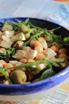 Insalata di Ceci,rucola, primosale,olive e pomodorini secchi Veggie Recipes, Salad Recipes, Healthy Recipes, Healthy Snacks, Healthy Cooking, Healthy Eating, Cooking Recipes, Antipasto, Slow Food