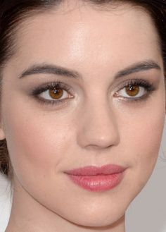 Adelaide Kane at the 2014 People's Choice Awards.