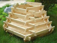 How To Make A Slot Together Pyramid Planter - Pflanzideen Diy Planters, Garden Planters, Potager Palettes, Tiered Planter, Tiered Garden, Strawberry Planters, Growing Herbs, Garden Boxes, Raised Garden Beds