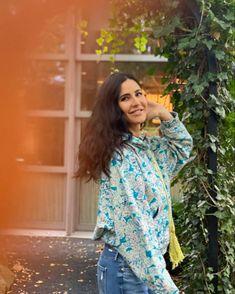 Bollywood Stars, Bollywood News, Bollywood Actress, Celebration Gif, Girls Dp, Katrina Kaif, Indian Celebrities, New Pins, Kimono Top