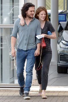 Kit Harington and Rose Leslie Look So In Love During Their First Post-Wedding Appearance Kit Harington, Jon Snow, Game Of Throne Actors, Kit Rose, Game Of Thrones Cast, Rose Leslie, Post Wedding, Celebrity Couples, Celebrity Gist