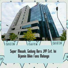 [ Super Mewah  Gedung Baru JYPent. Ini Dijamin Bikin Fans Melongo ] . Suksesnya artis mereka akhir-akhir ini JYP Entertainment telah memindahkan markas mereka ke gedung yang jauh lebih besar. . Bangunan baru ini terletak di Gangdong discrict of Seoul memiliki total 14 lantai (10 lantai dan 4 lantai bawah tanah) dan memiliki luas lebih dari 76.000 kaki persegi. . JYP Entertainment telah dikenal karena mendekorasi bangunan mereka dengan poster besar artis mereka termasuk 2PM GOT7 dan TWICE…
