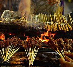 A Culinary Tour of Singapore is a Travel Beat by Eats & Retreats for the South East Asia Pacific region. Best Restaurants In Tokyo, Tokyo Restaurant, Singapore City, Singapore Travel, Satay Sticks, Stuff To Do, Things To Do, Packing List For Travel, Eating Well