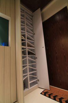 Inside Shoe Cabinet Hallway Cabinet, Shoe Cabinet, Shoe Storage Room, Building A Small House, Small Entrance, Entryway Organization, Organization Ideas, Ikea, Inside Shoes