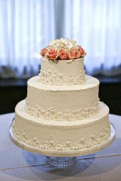 Nashville Garden Wedding Venue | CJ's Off the Square | Pearl Wedding Cakes - Photo: JHenderson Studios