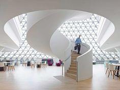 escada e formas circulares