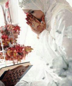 #white #muslim #bride #duaa #mehndi #henna #dress