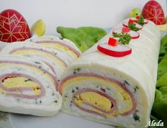 Hozzávalók:  12 db.Hochland szeletelt sajt,10 dkg reszelt sajt(Trapista),10 dkg sajtkrém,10 dkg vaj, 9 szelet géps...