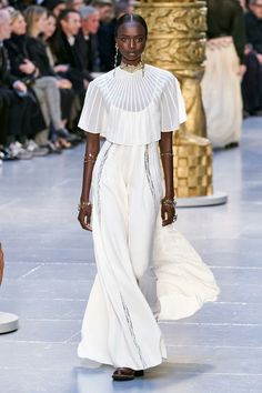 Chloé Fall 2020 Ready-to-Wear Collection - Vogue Fashion Mode, Fashion Week, Runway Fashion, Womens Fashion, Fashion 2020, Daily Fashion, Street Fashion, Bridal Show, Gowns With Sleeves