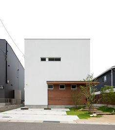 Modern two-story house in Japan. Builders/Designers: LD Homes Design Exterior, Interior And Exterior, Facade Architecture, Residential Architecture, Interior Cladding, Narrow House, Modern Tiny House, Japanese House, Facade House