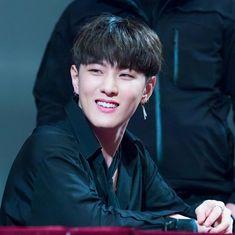 Dong hyuk (DK) ♡ iKON ♡ #iKON_Donghyuk Woozi, Baekhyun, Yg Ikon, Ikon Member, Koo Jun Hoe, Ikon Debut, Bobby S, Dancing King, Kim Ji Won