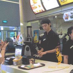 Their faces lol Here's your McF. I'm doing this one day at McDonalds! The looks of confusion as I walk away will be the best! Funny Shit, Funny Posts, Funny Memes, Jokes, Funny Gifs, Funny Stuff, Dog Memes, Really Funny, Funny Cute