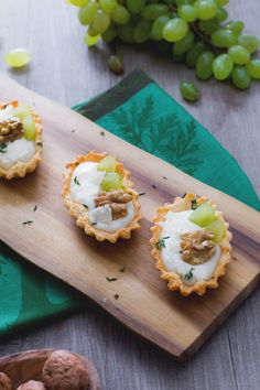 Barchette con crema di parmigiano e uva: stuzzicanti finger food per i tuoi buffet autunnali!  [Parmigiano cheese and grape bites]