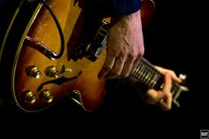 #COLOR #PEOPLE #ROBBENFORD #MUSIC #CONCERT #ORIGINALPHOTOGRAPHERS #PHOTOGRAPHERS #PHOTOGRAPHY #GUITAR #EPIPHONE