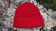 Cousteau-pipo on klassikko – katso ohje ja neulo - Kotiliesi.fi Crochet Slippers, Knit Or Crochet, Crochet Hats, Easy Knitting, Knitting Patterns Free, Crochet Patterns, Small Knitting Projects, How To Purl Knit, Knitting Accessories