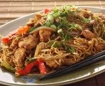 طبق دجاج صيني مع النودلز