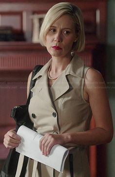 Bonnie's sleeveless trench dress on How to Get Away with Murder Liza Weil, Short Hair Cuts, Short Hair Styles, Trench Dress, Female Fighter, Long Faces, How To Get Away, Iconic Movies, Gilmore Girls