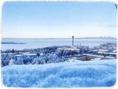 Tampere, Finland. 2.2.2021. ❄️🥰 ...... Oli niin kylymä että näytetään melkeen vihaisilta. 😅 (swaippaa 👉🏼) Examples Of Art, Art Nouveau Architecture, Finland, Attraction, New York Skyline, City, Travel, Outdoor, Outdoors