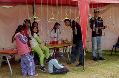 Un xilófono, maracas y una flauta de agua acompañan a las famosas copas para crear canciones en las manos de los infantes, las mismas que practican las tonadas para presentarse el próximo 31 de agosto. Además, preparan una intervención musical en la que interactuarán con el público.