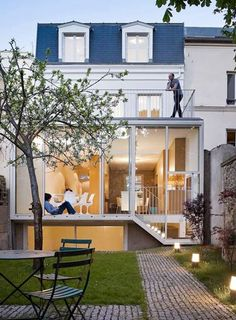 Maison a Vincennes by Atelier Z?ndel Cristea in Paris. The renovation of a house located in Vincennes, within the radius which surrounds the Château de Vincennes, a radius monitored by architects of historical monuments. Design Exterior, Interior And Exterior, Residential Architecture, Interior Architecture, House Architecture, Casas Containers, House Extensions, Design Case, Home Fashion