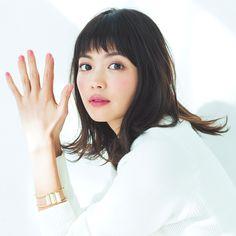 雑誌MOREなどで活躍中のモデル、みっここと矢野未希子の髪型に注目してみました!今は短め前髪×ミディアムロングヘアですが、これまでのショートやボブの髪型画像も集めてみました!