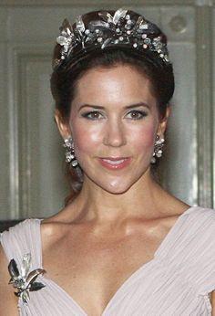 the midnight tiara - Sök på Google