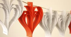Recicla periódicos y crea guirnaldas de papel para decorar