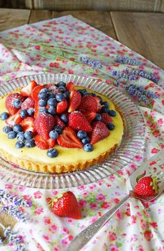 Sable Breton Galette with Berries and Lemon Curd / Patty's Food