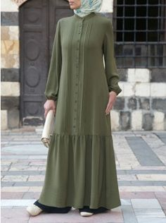 SHUKR's long-sleeved maxi dresses are guaranteed to keep you covered. Comfortable and stylish, our dresses are crafted with modesty in mind. Abaya Fashion, Skirt Fashion, Fashion Dresses, Modest Long Dresses, Maxi Dresses, Hijab Style Dress, Muslim Women Fashion, Dress Sketches, Mode Hijab