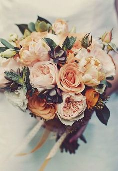 A beautiful fall bouquet will instantly brighten your autumn wedding. http://bridalmusings.com/2014/11/25-stunningly-gorgeous-fall-bouquets/