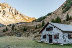 Schöne Herbstwanderung im Glarnerland - Wandertipp - Schweiz Places In Switzerland, Trekking, Places To Visit, Camping, Wildlife, Hiking, Around The Worlds, House Styles, Outdoor
