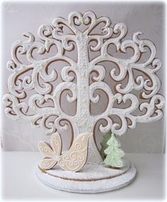 Beautiful gingerbread & royal icing fairytale tree This would be so cool as a heart tree from got. Christmas Gingerbread House, Christmas Sweets, Noel Christmas, Gingerbread Man, Christmas Baking, Gingerbread Cookies, Galletas Cookies, Iced Cookies, Royal Icing Cookies
