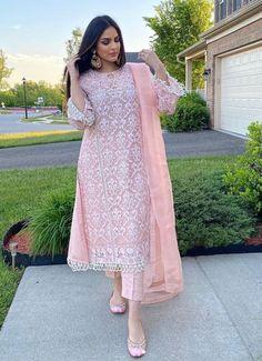 Asian Bridal Dresses, Pakistani Formal Dresses, Pakistani Fashion Party Wear, Indian Bridal Outfits, Pakistani Dress Design, Pakistani Outfits, Dress Indian Style, Indian Fashion Dresses, Indian Designer Outfits