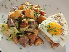 Roast Beef Hash and Eggs - Recipes to try - Get Roast Beef Hash and Eggs Recipe from Food Network Brunch Dishes, Brunch Recipes, Breakfast Recipes, Breakfast Dishes, Breakfast Ideas, Brunch Ideas, Hash And Eggs Recipe, Cooking Roast Beef, Breakfast Hash