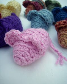 Crochet cat toys: easy mouse pattern