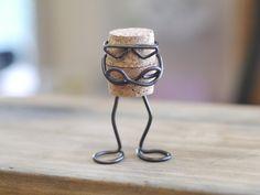 ワイヤークラフト コルクman画像1 Wine Cork Crafts, Bottle Cap Crafts, Wire Crafts, Diy And Crafts, Arts And Crafts, Scrap Wood Projects, Craft Projects, Wine Bottle Corks, Cork Art