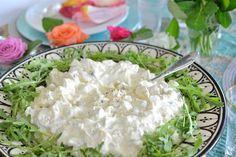 Farmoren min var utrolig god til å lage mat og hun laget virkelig Verdens bestehjemmelagde potetsalat. Jeg var heldig å få oppskriften, og i dag deler jeg den for første gang på bloggen. Den passer perfekt til grillmat, på koldtbordet eller sammen med en god salattil fisk eller kjøtt. Den er en god klassisk potetsalat … Caesar Pasta Salads, Caesar Salad, Comfort Food, I Want To Eat, Vegetable Recipes, Side Dishes, Tapas, Food And Drink, Favorite Recipes