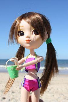 Pullip Nina on the beach...   by Tiny Anonimatus