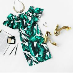 Tropical vibes with this off shoulder big dark green leaves dress <3! Top it off with some gold accessories and be ready for a summer party!   TLL