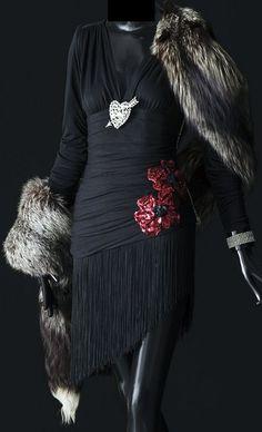 Yves Saint Laurent - Robe 'Je t'Aime' - Sequins, Strass et Fourrure - Zizi…