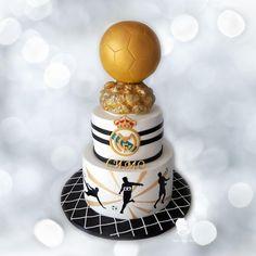 Golden Ball - Cake by Antonia Lazarova Soccer Birthday Cakes, Soccer Party, Soccer Cakes, Soccer Ball, Raspberry Smoothie, Apple Smoothies, Bolo Real Madrid, Ronaldo, Amazing Cakes