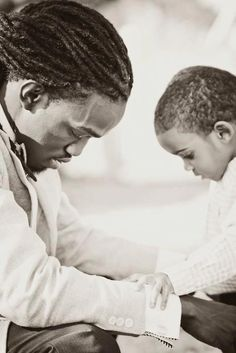 This is so beautiful. Power of a praying father.what better example can he be than to teach his son to pray? I love men who raise their children! Black Fathers, Fathers Love, Father And Son, Black Love, Black Is Beautiful, Black Men, Prayer Changes Things, Albert Camus, Black Families